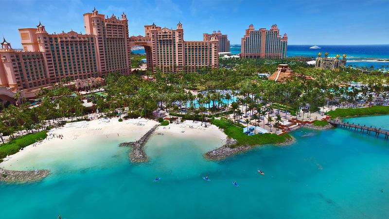 Aux Bahamas Le Bleu Se Conjugue A L Infini