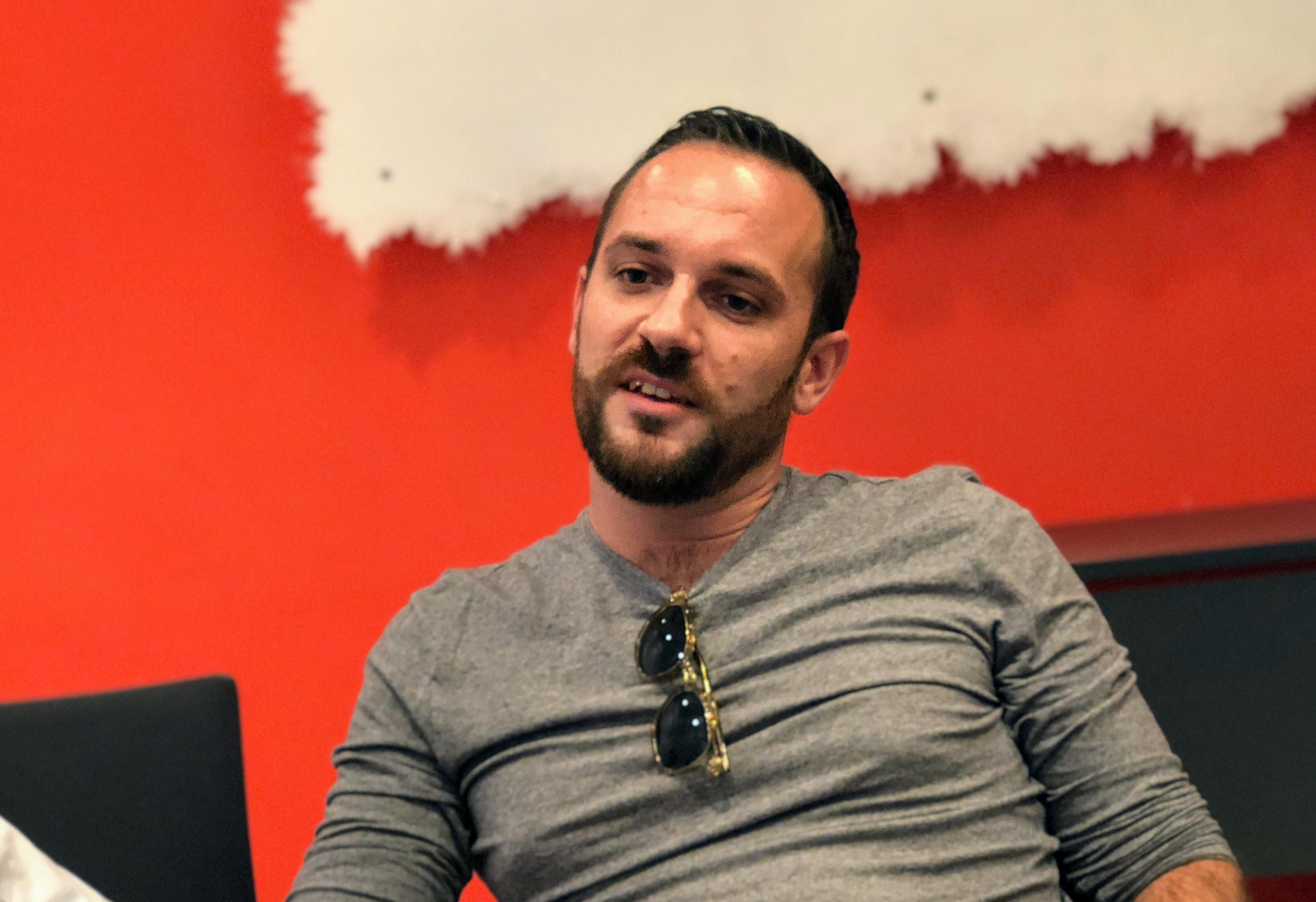 Thibault Touzeau (Travel Me Happy), blogueur et influenceur, invité, a relativisé sa dépendance rédactionnelle vis-à-vis des marques et produits pour lesquelles il travaille... /crédit photo JDL