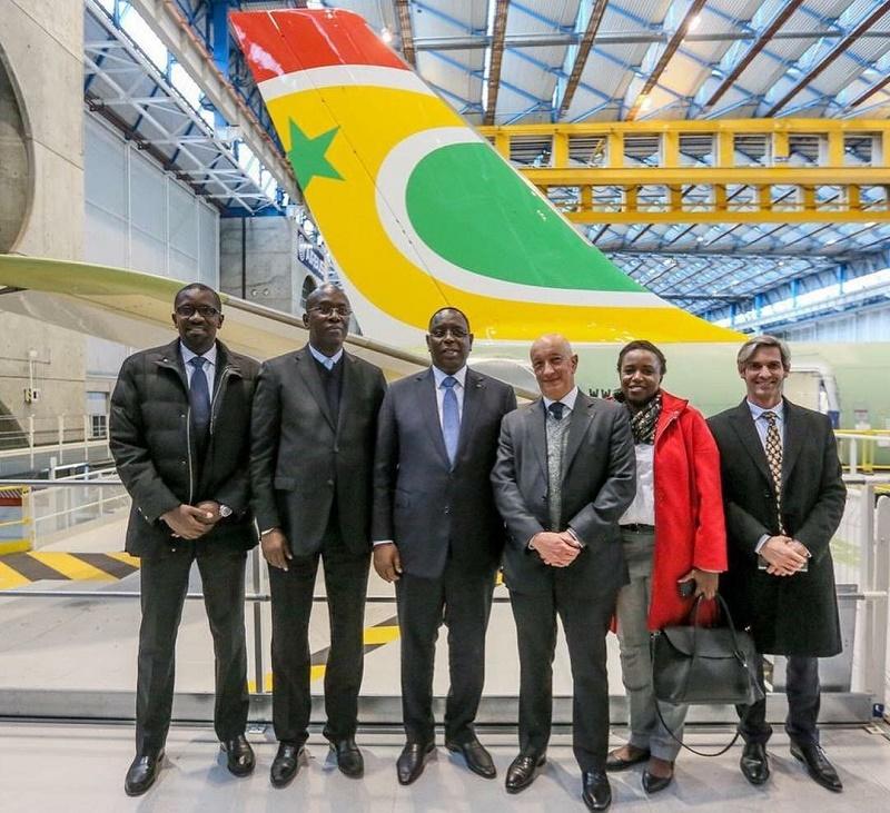 Le Président de la République et ses équipes chez Airbus - DR