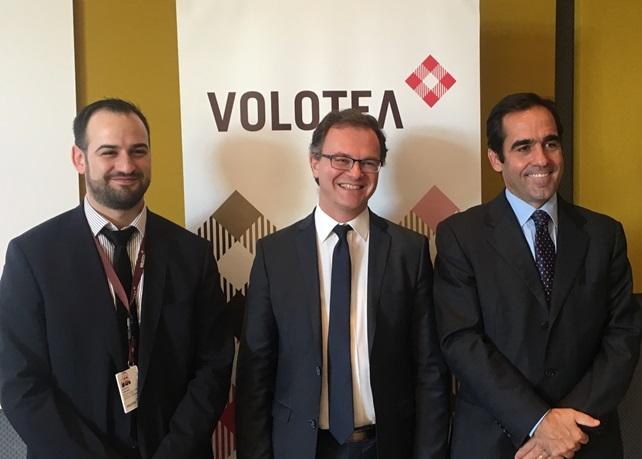 Dimitri Sindres, responsable du développement international Volotea, Julien Boullay, directeur commercial et marketing de l'Aéroport Marseille Provence et Carlos Muñoz, fondateur et PDG de Volotea - DR : Volotea
