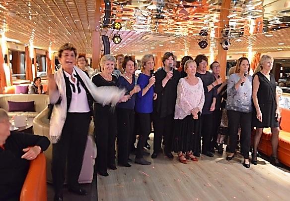 """Les seniors du tourisme ont embarqué pour une croisière """"Seventies"""" - DR : AFST"""