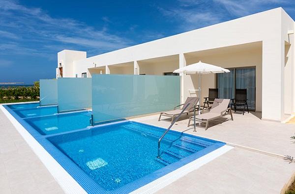 L'établissement propose notamment plus de cent Swim-up Double rooms, un type de chambre disposant d'une piscine privative. - DR RIU