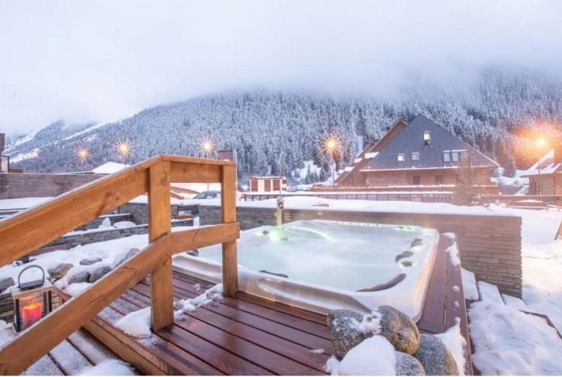 L'hôtel premium Himalaia Baqueira**** ouvrira ses portes le 30 novembre 2018 dans le Val d'Aran et abrite 141 chambres et duplex pouvant accueillir de 2 à 5 personnes - DR : Pierre & Vacances