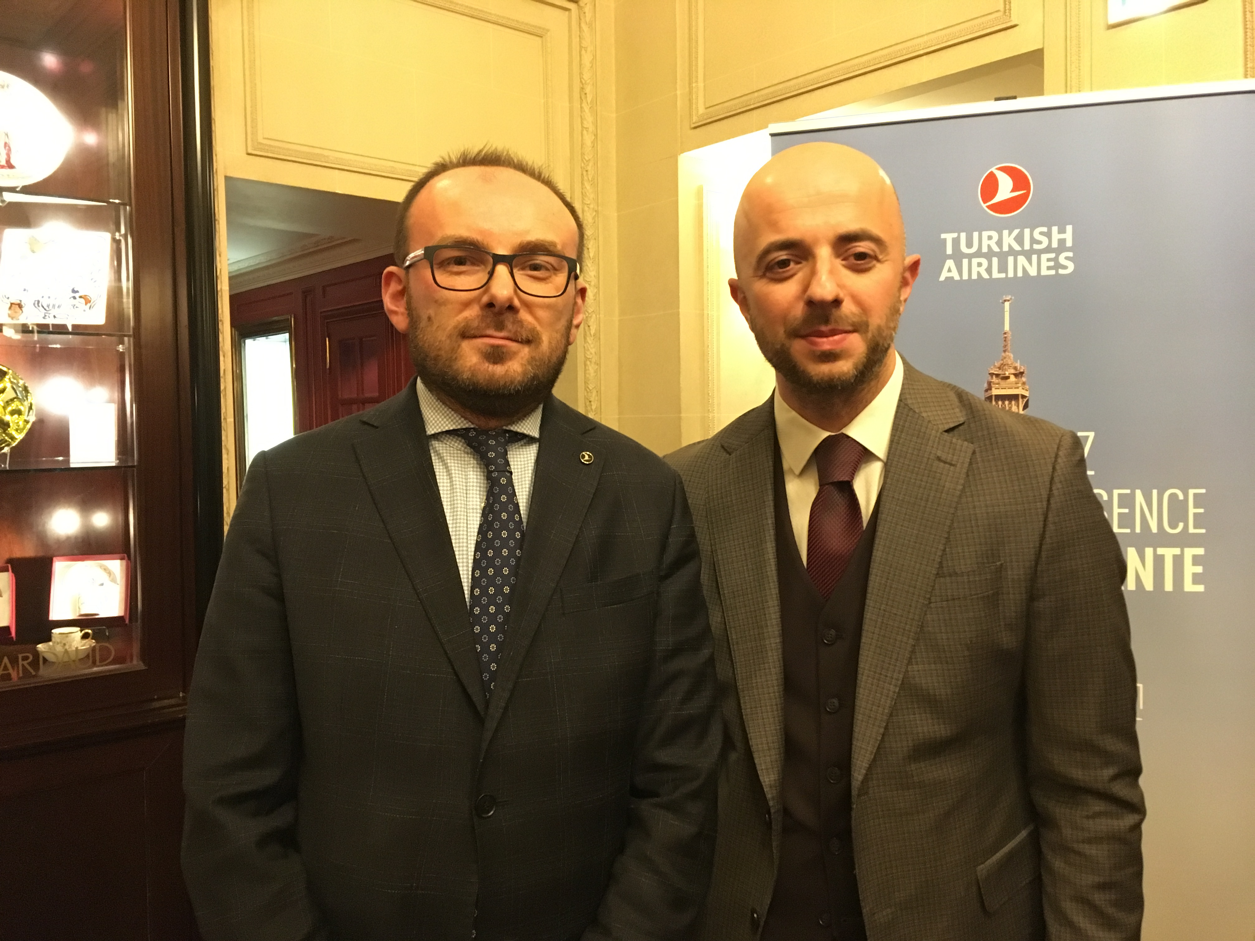 Le directeur général de Paris, M. Hikmet Mesut Türkseven et M. Ahmet Olmustur, chief marketing Officer. - CL