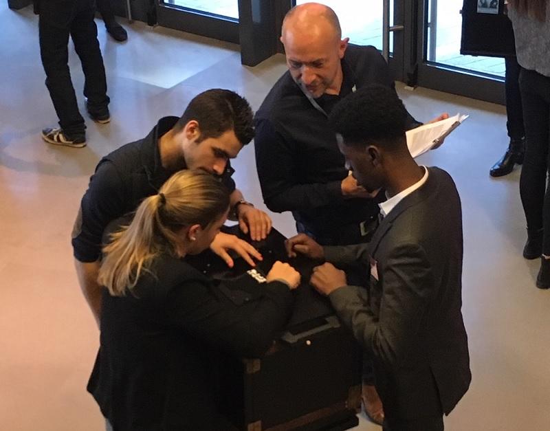 Première étape du recrutement, l'escape game permet d'observer le comportement des candidats face à une énigme, sous l'oeil du recruteur. - DR Happy Hour Escape game