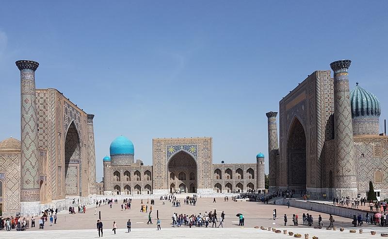 Le Régistan, ou Réghistan, est l'ancien cœur de la ville de Samarcande, en Ouzbékistan - Photo CE