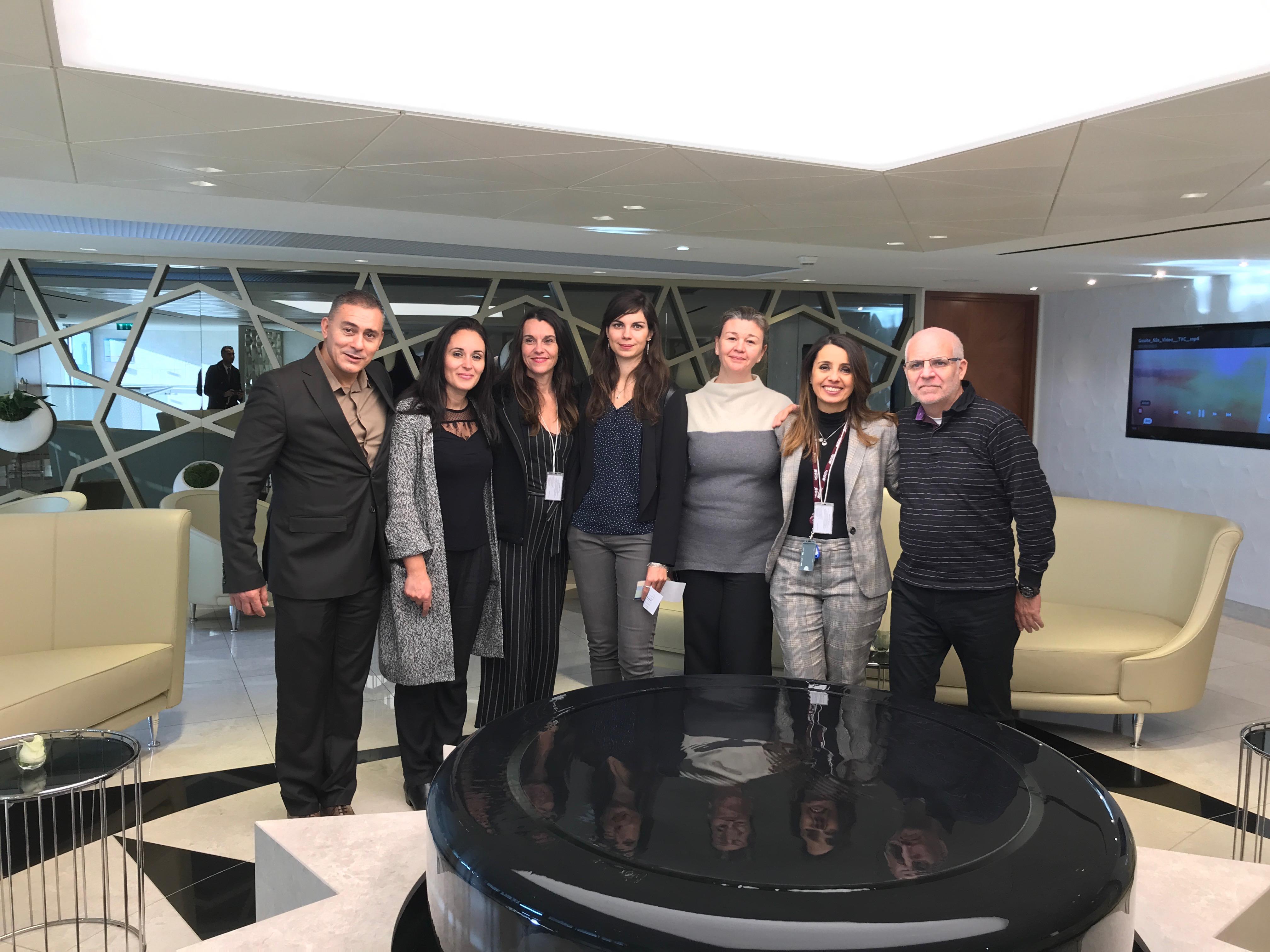 Accompagnés par Nadia Khoulalene, responsable commerciale, six agents de voyages franciliens ont découvert le lounge Qatar Airways de Roissy © PG TM