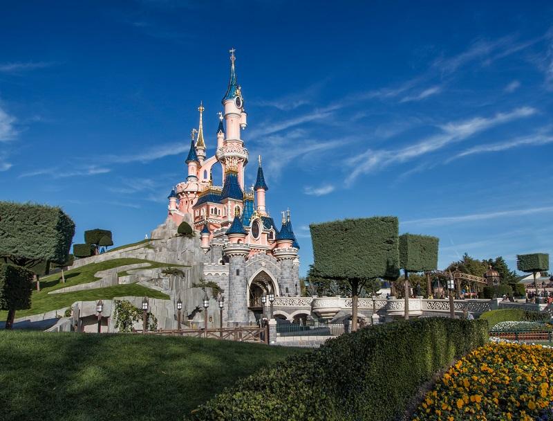Métiers de la restauration, de l'hôtellerie, Disneyland Paris recrute du personnel en CDI et CDD en 2019 - Depositphotos DmitryDut