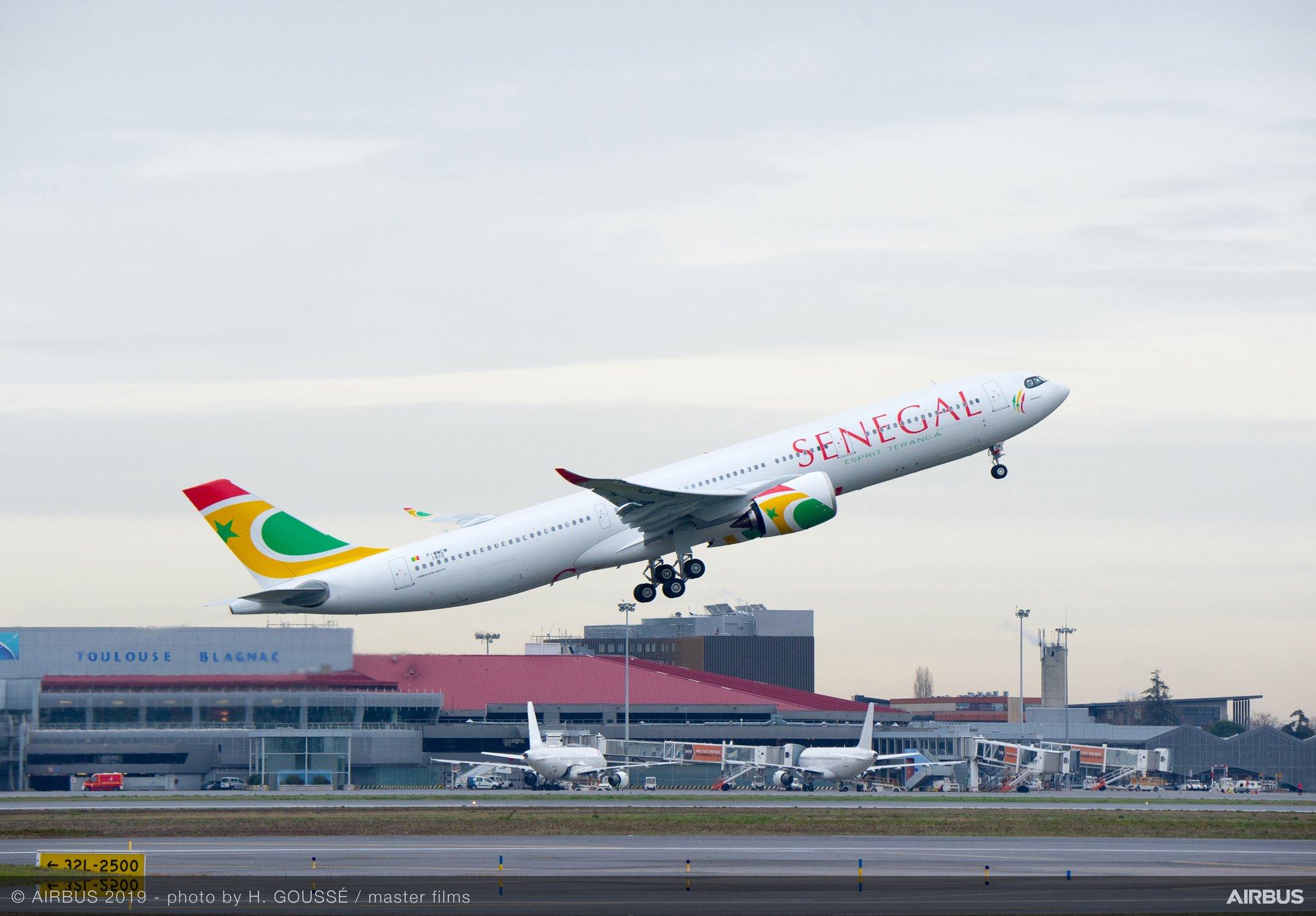L'A330neo d'Air Sénégal au décollage de Toulouse Blagnac © Airbus H Goussé / Master Film
