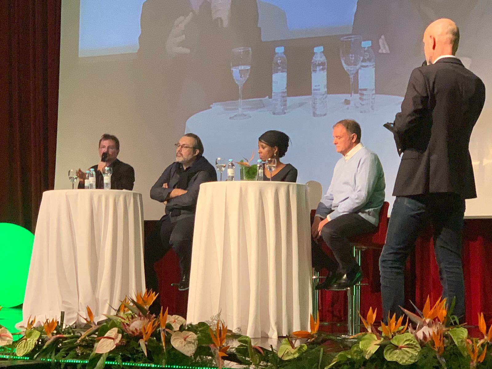 Débat sur le sur-tourisme avec Rodolphe Christin, Jean-Pierre Nadir (Easyvoyage), Alain Capestan (Voyageurs du Monde) et Hamida Rezeg (vice-présidente de la région Île-de-France) - Photo EDV Facebook