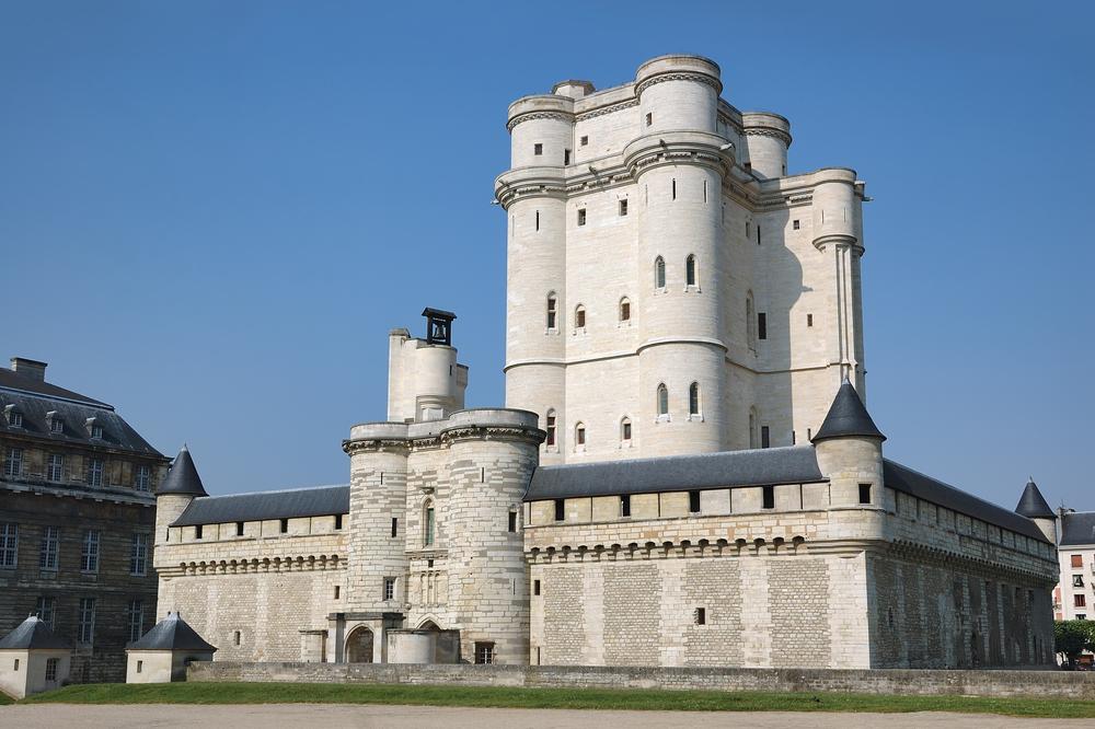 En 2018, plusieurs sites à proximité de Paris ont connu une importante hausse de leur fréquentation, tel que le château de Vincennes avec une progression de 15,5% du nombre de visiteurs - Depositphotos