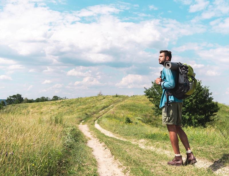 Partir en long-courrier en quelques heures serait un rêve du passé ! Etre visionnaire reviendrait à prendre le temps de voyager lentement, à vélo, en voilier ou à pied. Pourquoi pas… mais difficile d'aller passer une semaine à Bali... - DR : DepositPhotos, AllaSerebrina
