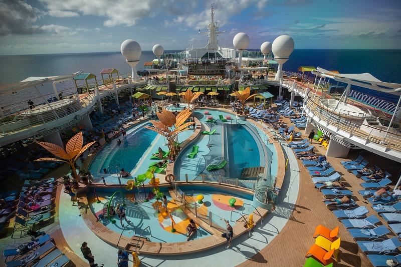 Le navire, rénové à hauteur de 115 millions de dollars, propose désormais de nouvelles fonctionnalités haut-de-gamme et peut accueillir jusqu'à 3 386 passagers - DR : RCI