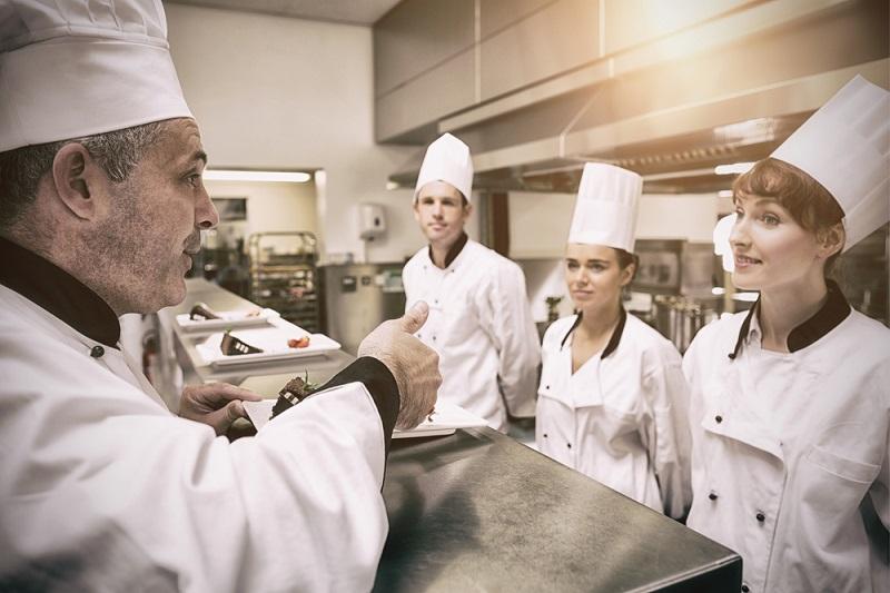 Accor, Adecco, Korian et Sodexo ont signé un accord, le 4 mars 2019, pour la création d'un CFA commun pour les métiers de la cuisine et de la restauration. – DR Depositphotos