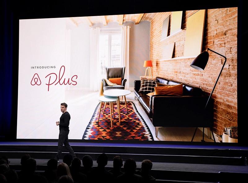 Brian Chesky, co-fondateur et le directeur général du site Internet Airbnb lors d'une keynote - DR Airbnb