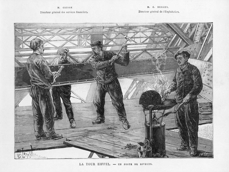 Il faut une équipe de quatre hommes pour poser un rivet : un pour le chauffer, un pour le tenir en place, un pour former la tête, un dernier pour achever l'écrasement à coups de masse ! - DR : Tour Eiffel
