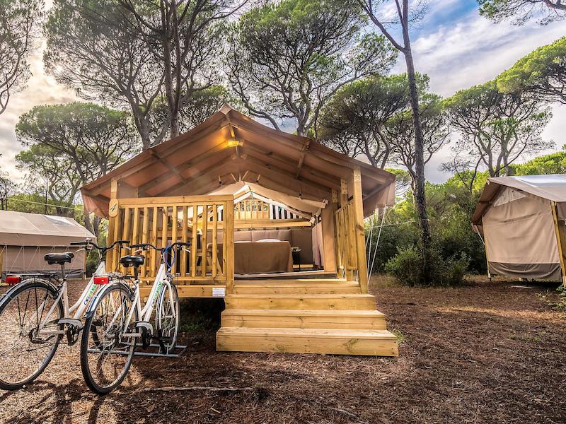 Cabanons, yourte, roulottes... Pitchup est devenu en 10 ans spécialiste des hébergements insolites et des places de campings partout dans le monde. Ici au Cieloverde Camping Villages en Italie © Pitchup