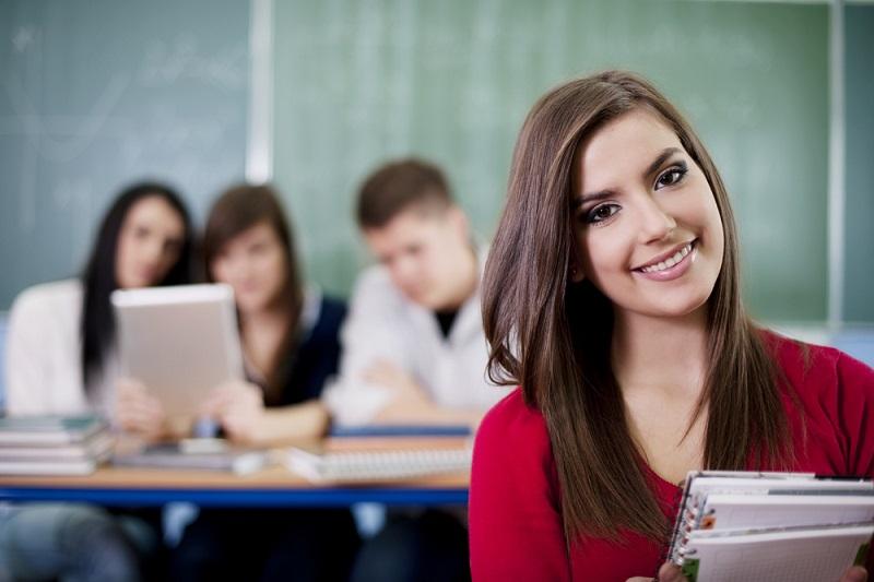 Au-delà de 2 mois de stage, le stagiaire reçoit une gratification minimale de 3,75€ de l'heure. - Photo