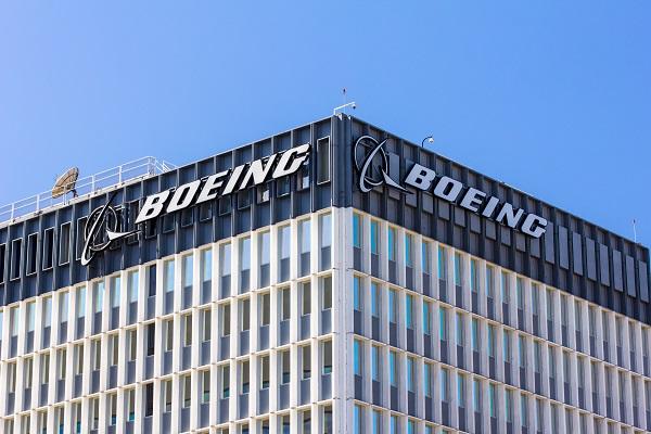 Boeing : dans la tourmente le chiffre d'affaires du constructeur dévisse - Crédit photo : Depositphotos @wolterke