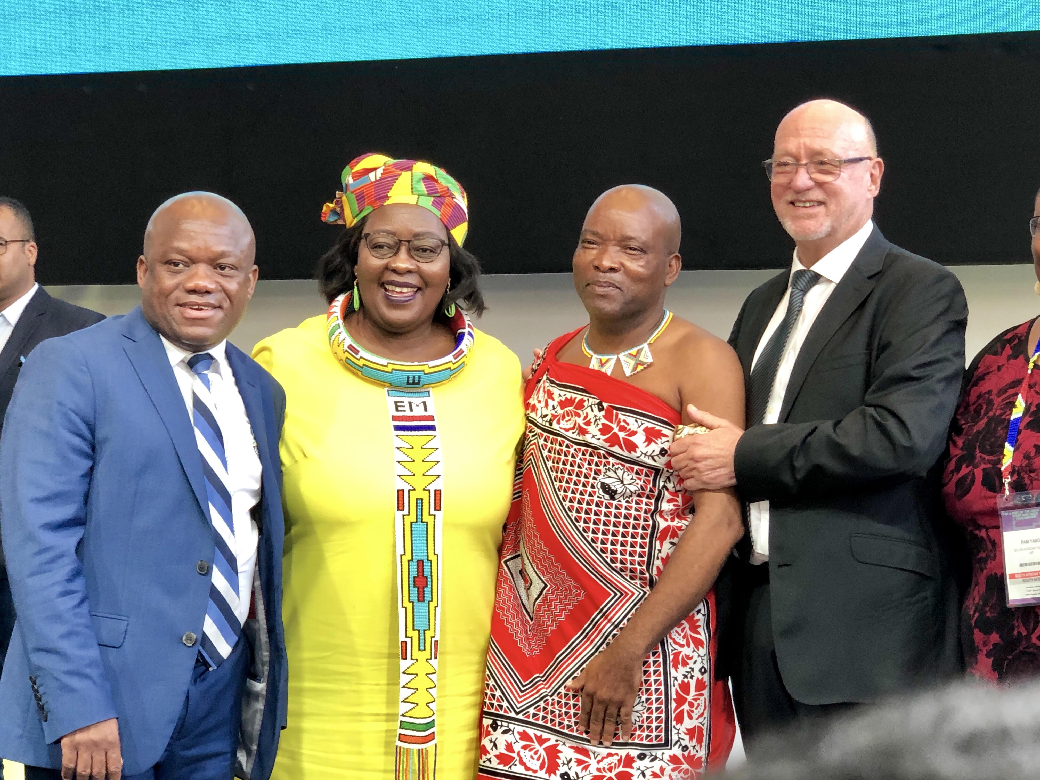 Derek Hanekom, (dte) ministre du tourisme sud-africain a donné le coup d'envoi du Salon Indaba 2019 /crédit photo JDL