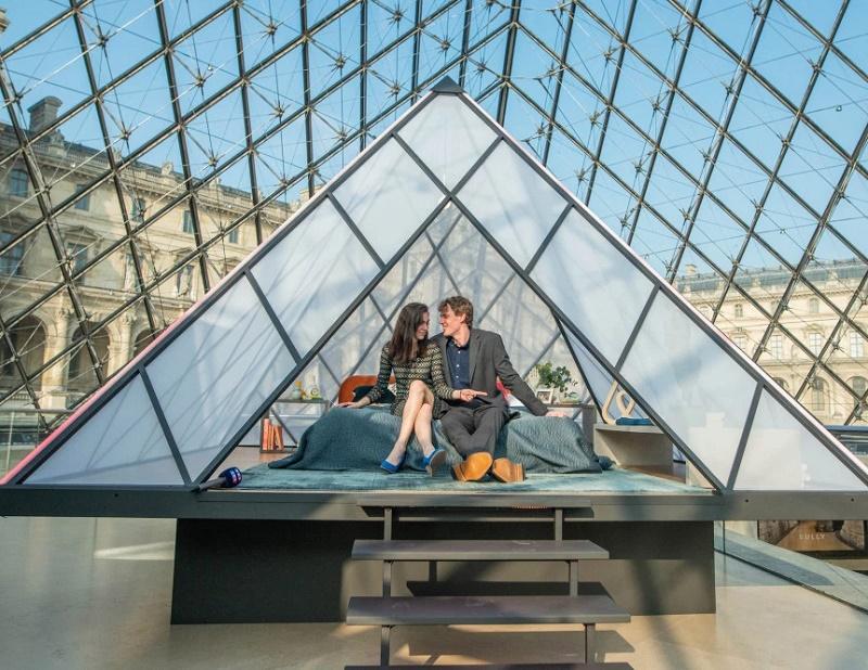 Le casting était (presque trop) parfait pour la nuit au Louvre orchestrée par Airbnb - DR