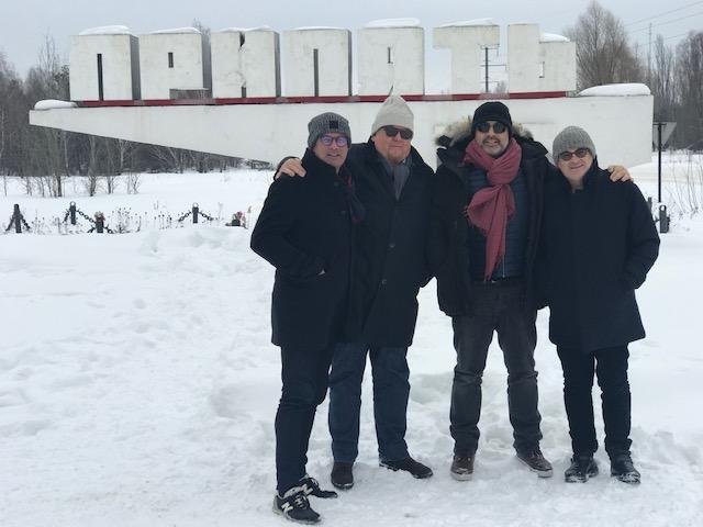 Avec sa bande de copains près de Tchernobyl, à Pripyat la ville voisine abandonnée dans l'urgence après l'explosion - MYL
