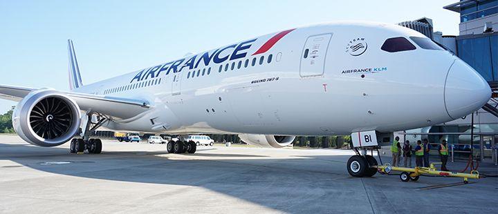 Cet appareil de nouvelle génération consomme 20% de carburant en moins et réduit les émissions de CO2 (20% environ) et les émissions sonores - DR : Air France