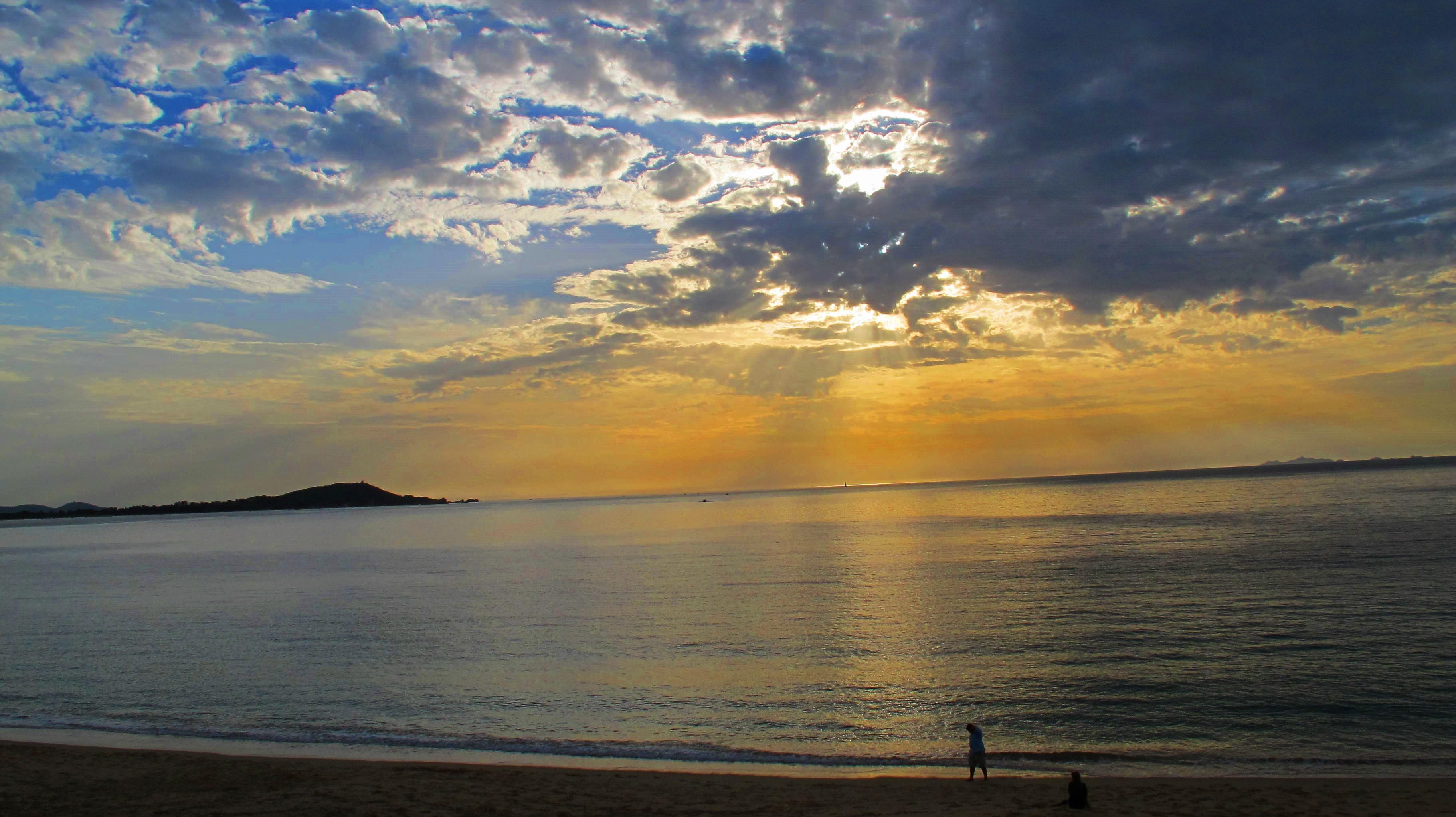 Un jour se lève sur l'île de beauté /crédit photo JDL