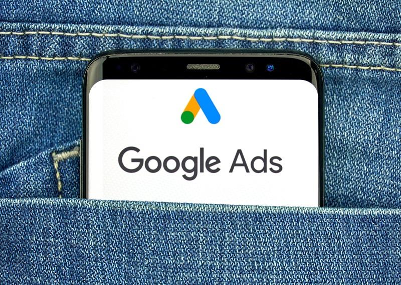 Si votre objectif est d'augmenter les ventes de votre agence de voyage, je vous recommande tout d'abord de tester les campagnes Search Google Ads qui peuvent s'avérer un levier marketing très puissant dans ce secteur - Depositphotos.com dennizn