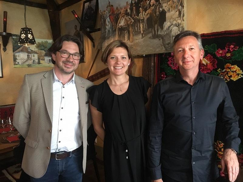 Stéphane Goninet et Laurent Maingot, les fondateurs de MTO/PTO Travel. Au centre, Natacha Demoux. - CL