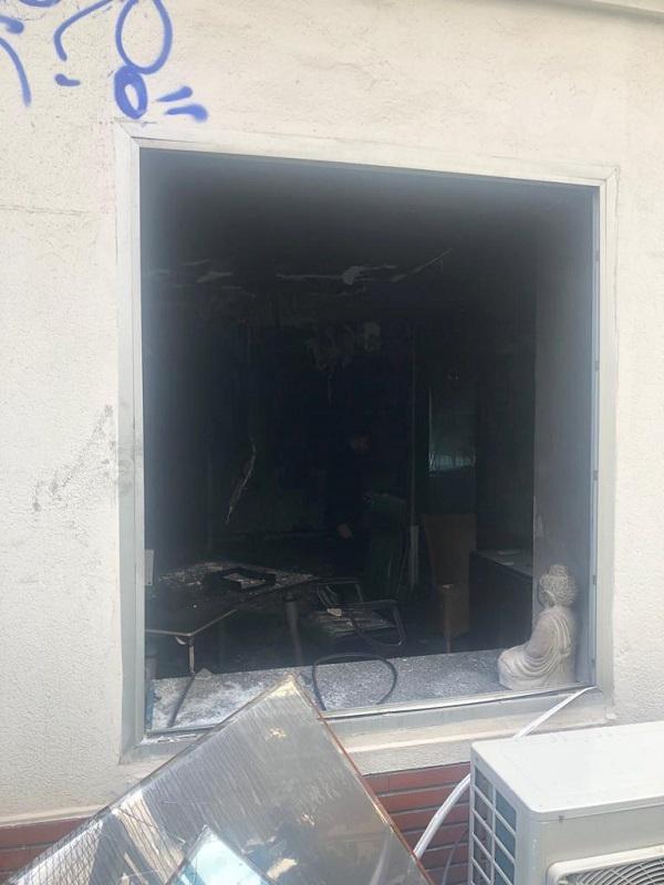 Les pompiers ont dû casser les vitrines pour éteindre le feu au plus vite - DR : Philippe Taieb