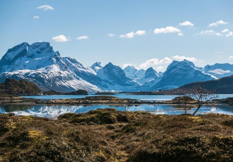L'intérêt des Lofoten, c'est de suivre les routes en lacets qui frôlent les précipices, les dévalent, grimpent les crêtes… - DR : Pete Oswald / Visitnorway.com