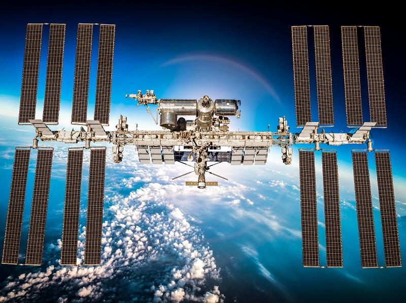 Jusqu'à une douzaine d'astronautes privés pourraient séjourner à bord de l'ISS par an, mais à environ 35 000 dollars la nuit et 58 M$ par l'ensemble du voyage aller-retour… les places seront chères ! - Depositphotos.com, cookelma