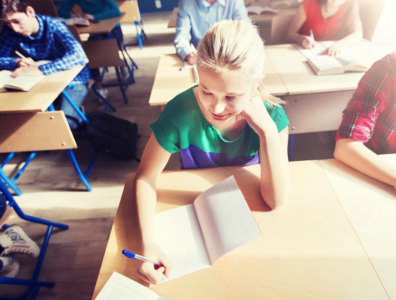 Le report du brevet des collèges sèment la pagaille chez les pros du tourisme -  Depositphotos.com Syda_Productions