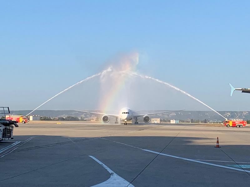Le water salute lors de l'arrivée du Boeing 787-8 Dreamliner à l'aéroport Marseille Provence le 3 juillet 2019 - Photo : J.B.