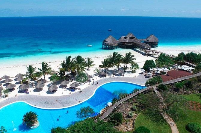 Situé sur la plage de Nungwi Beach, à l'extrême nord d'Unguja, l'île principale de l'archipel, l'hôtel compte 149 chambres de luxe - DR : RIU