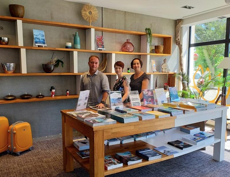 Fabrice Poulain, directeur délégué de Fensch Voyages, avec l'équipe de La Boutique du Voyage à Yutz - DR : Fensch Voyages