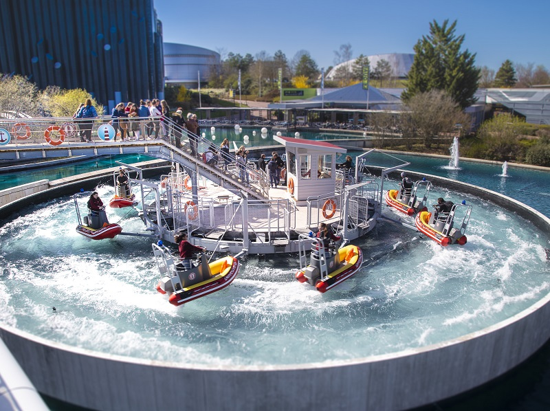Futuropolis s'est dotée d'installations nautiques telle la Sauvetage Academy, un manège pour apprendre à piloter des zodiaques dans les vagues - DR : Futuroscope