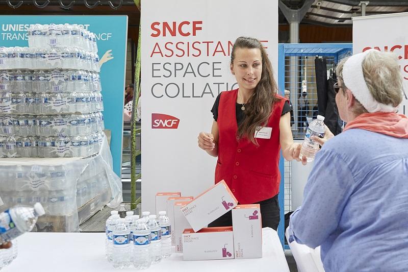 La SNCF a activé son plan « fortes chaleurs ». Des distributions de bouteilles d'eau sont ainsi d'ores et déjà en cours dans les zones les plus touchées. (Ici, archive du plan canicule à la Gare du Nord) © Maxime Huriez
