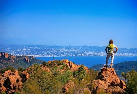 """Provence : à pied, à vélo, sans voiture ou en bateau à voile…un été """"autrement"""" !"""
