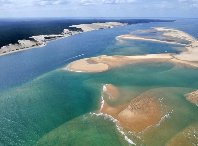 Vue aérienne du bassin Arcachon, avec la dune de Pyla - DR : DepositPhotos, OceanProd