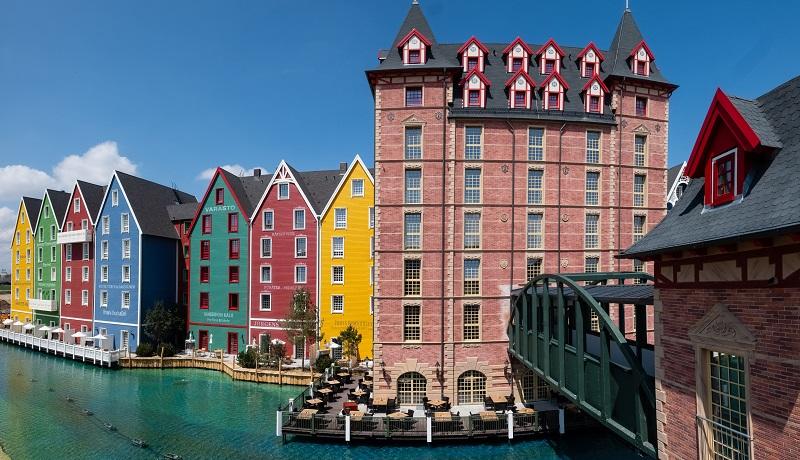 Le sixième hôtel thématique du parc d'attractions Europa-Park, « Krønasår - The Museum-Hotel » a ouvert ses portes en juillet 2019. Il est accolé au nouveau parc aquatique Rulantica - DR : Europa Park