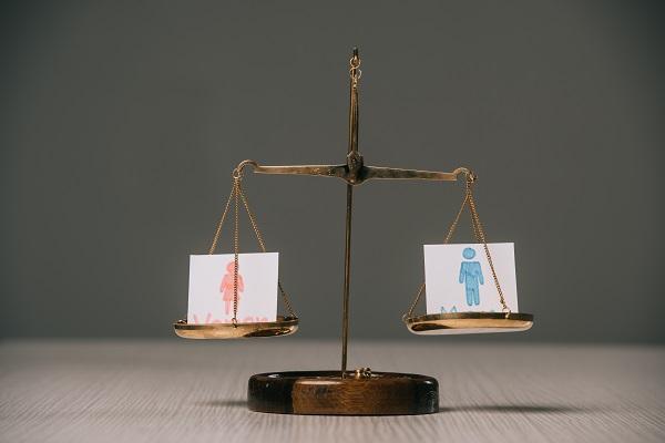 L'accord de branches comprends 3 objectifs et avancées pour arriver à l'égalité Femmes/Hommes - Crédit photo : Depositphotos @AndrewLozovyi