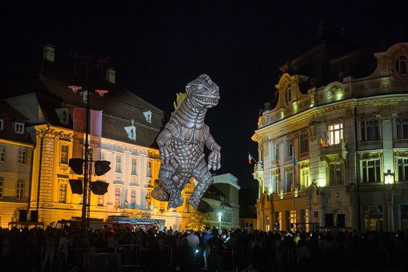 Cet événement sera tout en mouvement. Les artistes, les œuvres et le public sont invités à traverser la ville, la nuit © J.P Estournet
