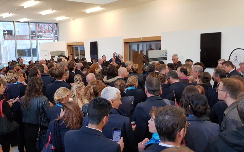 Les salariés de la compagnie devant la salle d'audience du Tribunal de Commerce de Bobigny, mercredi dernier - DR CE