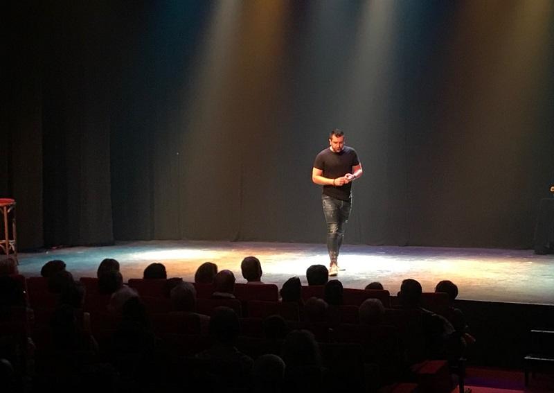 S EN CIEL a convié près de 200 clients au théâtre Le Paris à Avignon, pour assister au spectacle de l'humoriste Anthony Joubert - DR : S EN CIEL