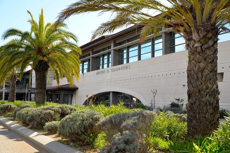 L'aéroport de Toulon Hyères est l'un des trois aéroports français à usage mixte : civil et militaire - Photo DR