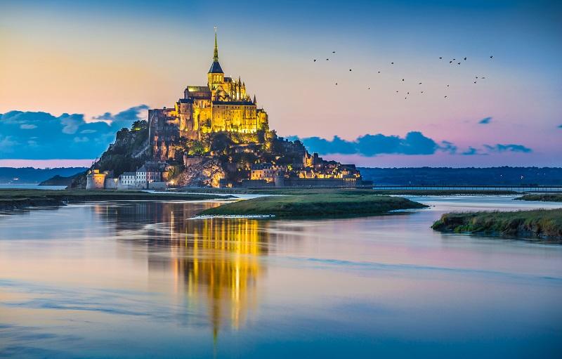 C'est en 1979 que le Mont-Saint-Michel et sa baie sont inscrits sur la Liste du patrimoine mondial de l'UNESCO - Depositphotos.com pandionhiatus3