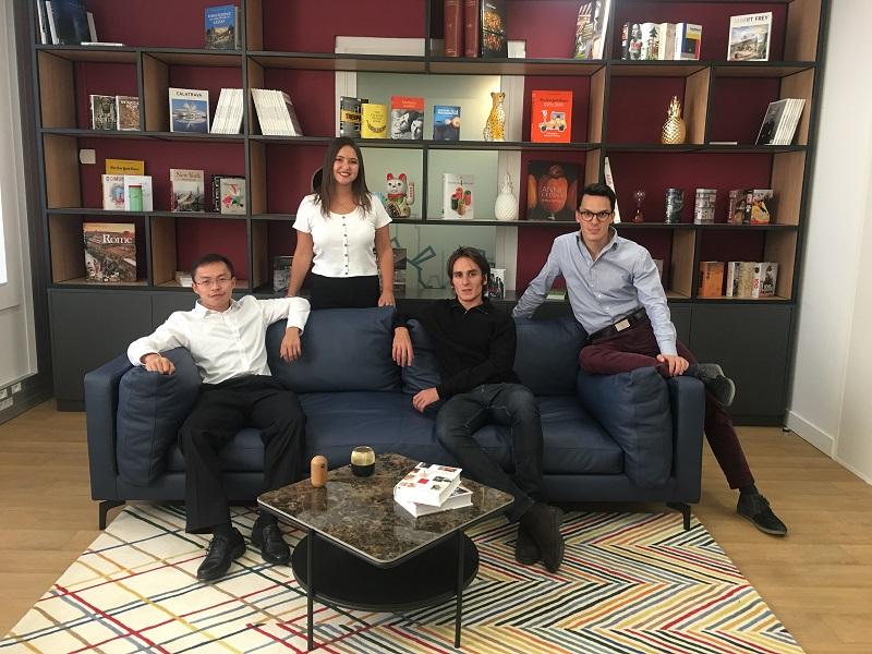 """GuanGuan Hu, Paulina Amuchastegui, Walter Bouteaudou et Charles Dujoncquoy ont intégré l'équipe """"Young Core"""" de Louvre Hotels Group - DR : Louvre Hotels Group"""