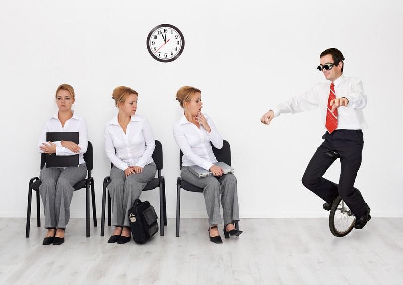 L'anticonformiste devient enfin acceptable en entreprise et montrer votre exubérance pourrait vous faire décrocher un super job ! - DR